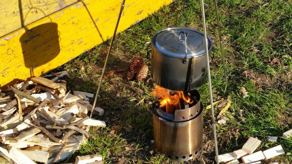 Solo Stove Campfire - das Dreibein