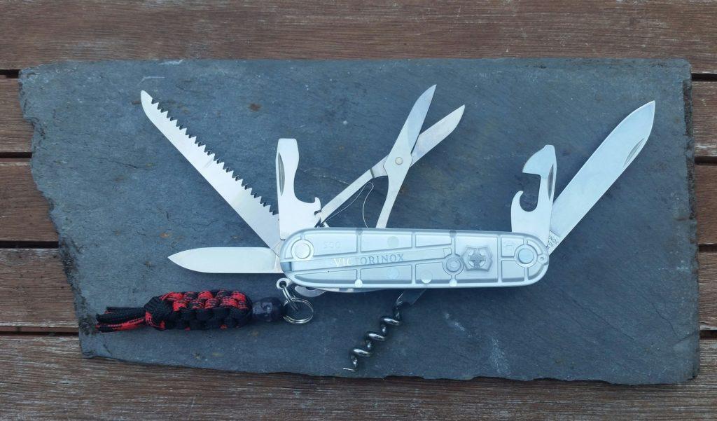 Günstige Bushcraft Messer - Victorinox Huntsman Taschenmesser
