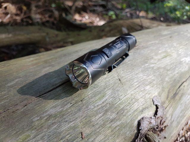 Wuben Black Vulture I332 - Taktische Taschenlampe